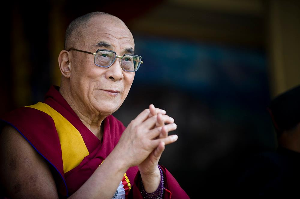 the dalai lama a spiritual leader above a political one acirc leo dalai lama