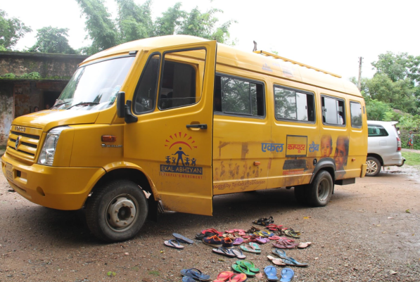 'Ekal on Wheels' bus that drives to different villages to teach computer skills.